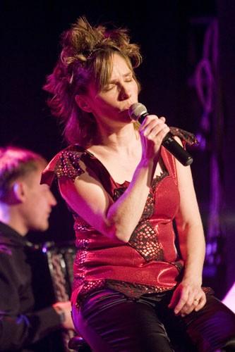 Louise Aubé en spectacle au Vieux-Clocher de Sherbrooke, accompagnée de Vladimir Sidorov